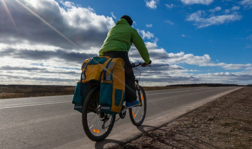Rower trekkingowy – 5 zalet tych dwukołowców, dla których warto ich używać