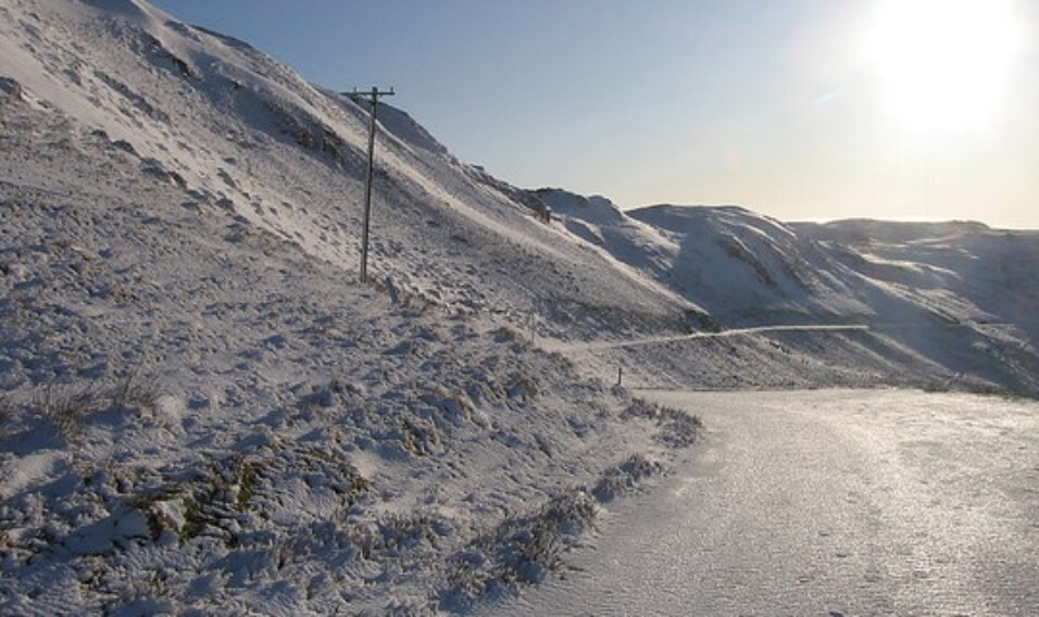 Turystyka zimowa a przyroda: górska przechadzka czy wycieczka?