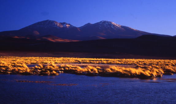 Wulkan Antofalla o zachodzie słońca