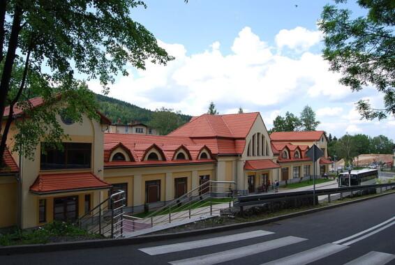 Były dworzec kolejowy w Karpaczu – obecna siedziba Muzeum Zabawek