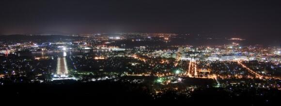 Canberra nocą