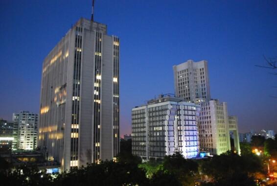 Budynki w dzielnicy biznesowej Connaught Place w Nowym Delhi