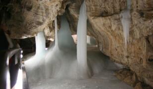8 najpiękniejszych jaskiń lodowych na świecie