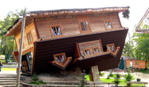 Dom do góry nogami w Szymbarku