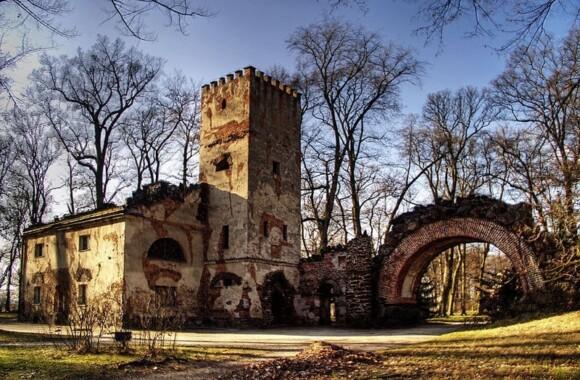 Dom Murgrabiego w Parku romantycznym w Arkadii