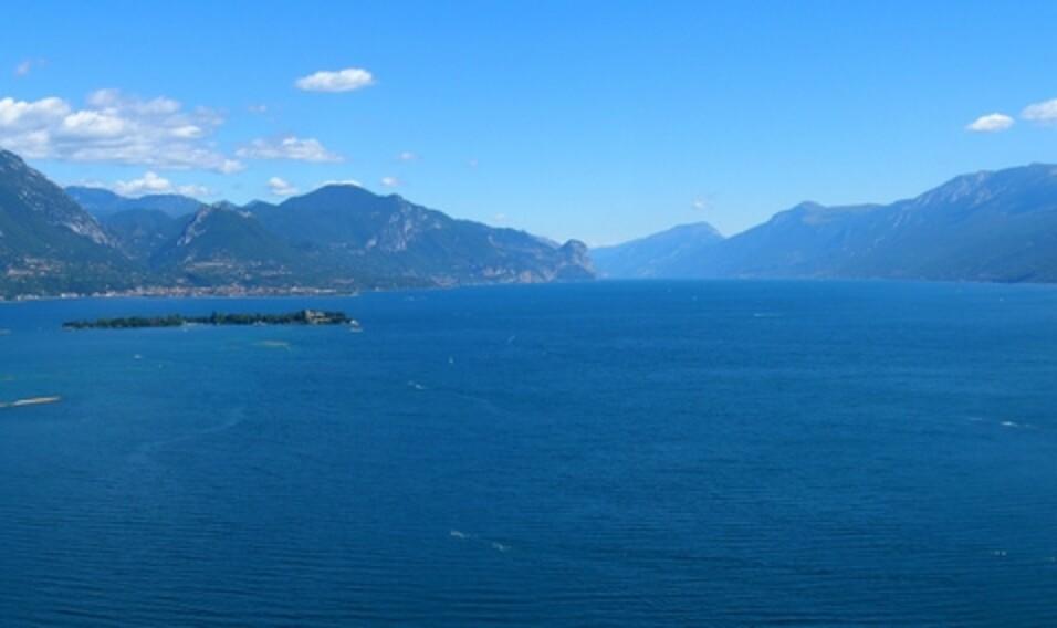 12 najwspanialszych jezior otoczonych górami