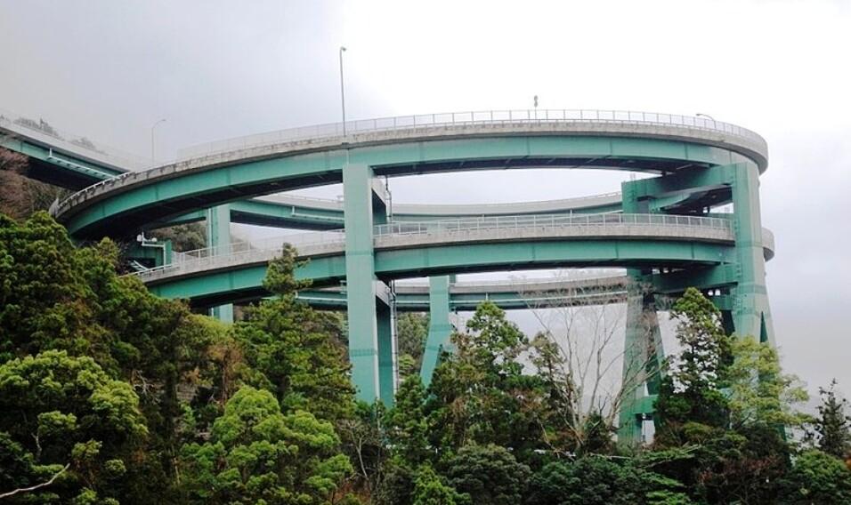 12 najbardziej nietypowych mostów na świecie