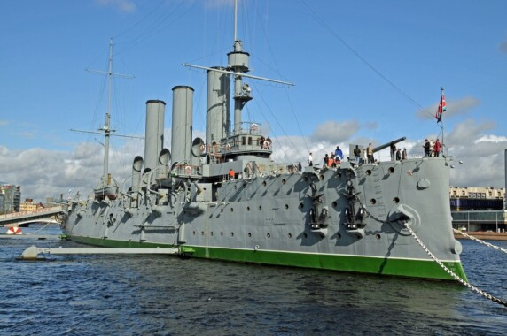 Krążownik Aurora służący obecnie jako muzeum w Petersburgu