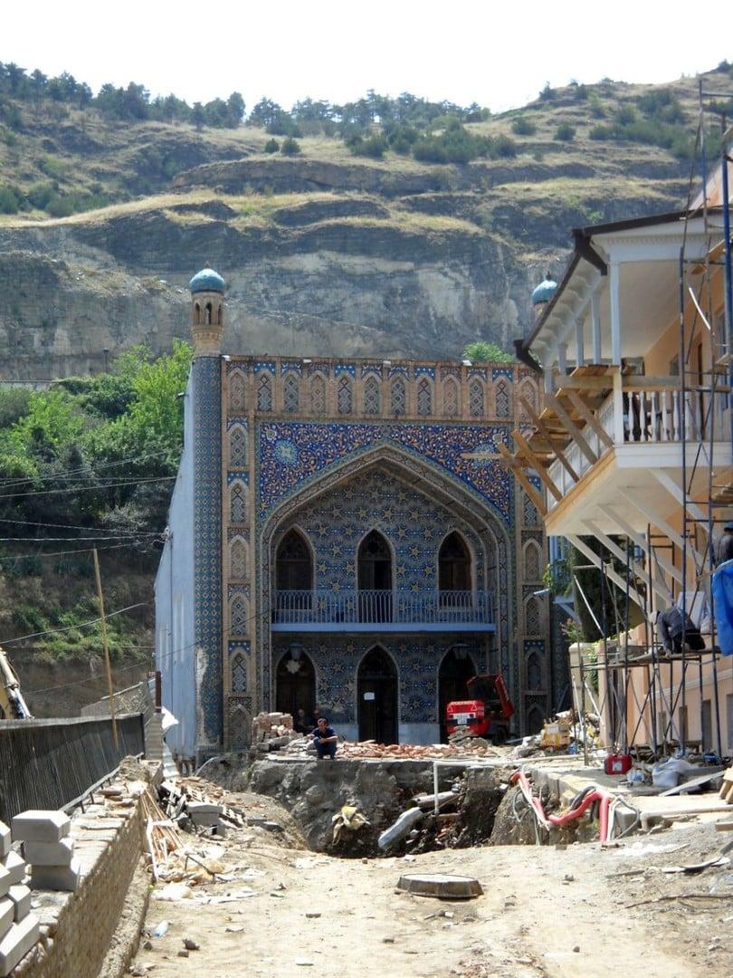 Łaźnie Orbeliani i remont ulicy w Tbilisi