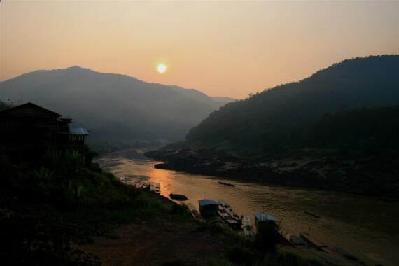 Rzeka Mekong płynąca przez Pakbeng w Laosie