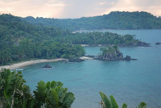 Wybrzeże wyspy Nosy Boraha