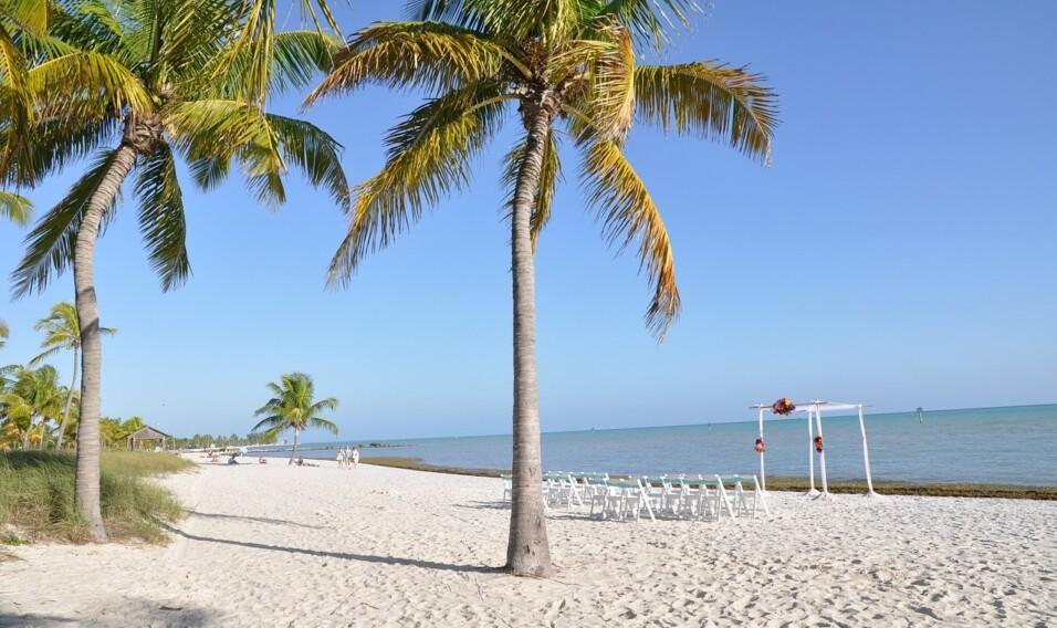 Jak wybrać ubezpieczenie turystyczne na wakacje w ciepłych krajach?