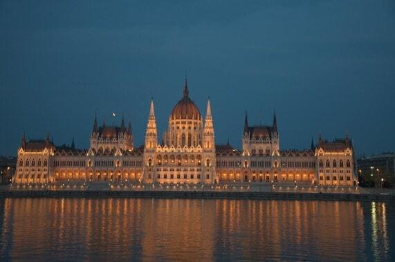 Parlament w Budapeszcie od strony Dunaju