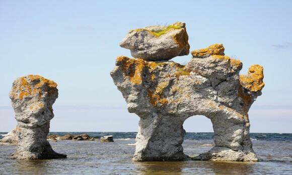 Raukary na wyspie Fårö