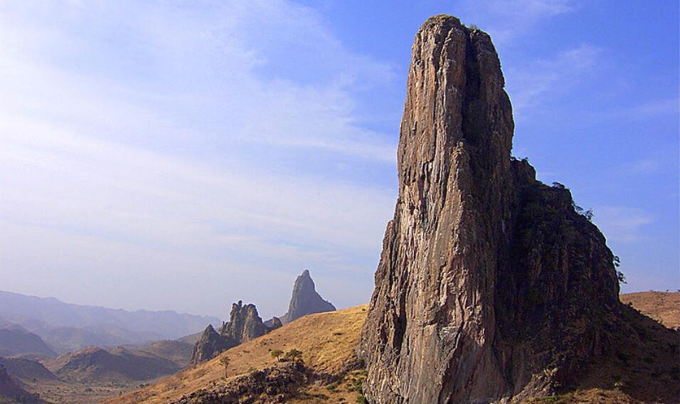 13 niezwykłych neków wulkanicznych i monolitów