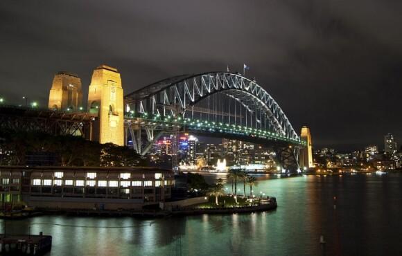 Sydney Harbour Bridge nocą