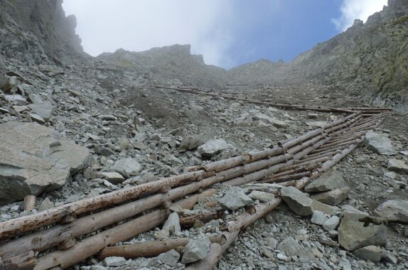 Szlak na Czerwoną Ławkę przez Dolinę Małej Zimnej Wody
