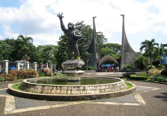 Wejście do ogrodu zoologicznego w Dżakarcie