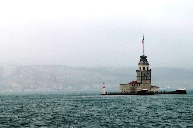 Widok z promu na część europejską - Wieża księżniczki