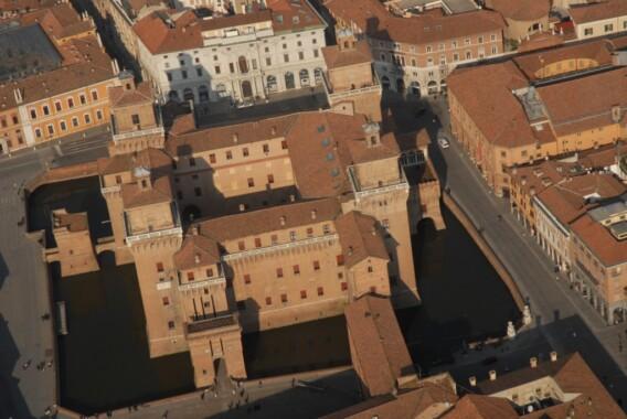 Widok z gory na Zamek Estense