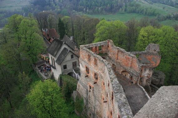 Ruiny zamku Grodno widoczne z jego wieży